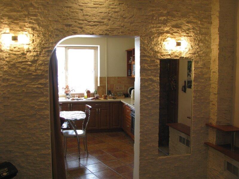Отделка арки декоративным камнем.