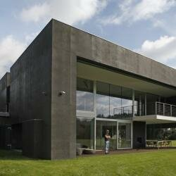 Безопасный дом в стиле модерн