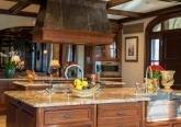 Интерьер кухни коттеджа в стиле Ар-Деко