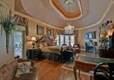 Спальная комната - микст из элементов рококо и барокко