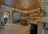 Кухня в доме в дворцовом стиле фото