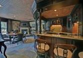 Интерьер барной комнаты дома в дворцовом стиле