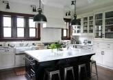 Интерьер кухни дома в Испанском стиле