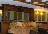 Домашний кинотеатр в особняке в английском стиле